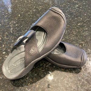 Keen 9M Black Leather Rugged Slides EUC